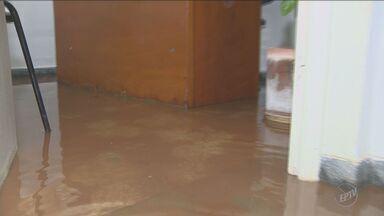 Chuva alaga Hospital e causa transtornos aos moradores de Nova Odessa - Uma pessoa foi arrastada pela água enquanto usava um dos banheiros químicos da cidade.