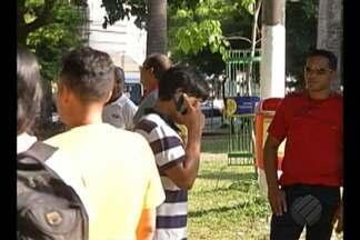 Um telefone celular é roubado a cada uma hora e meia na região metropolitana de Belém - Pessoas costumam andar nas ruas com aparelho nas mãos, favorecendo a ação de criminosos oportunistas.