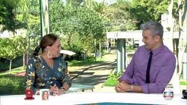 Susana Vieira e Otaviano Costa imitam casal do 'Jornal Nacional' - Apresentadores brincam como se estivessem dando as notícias