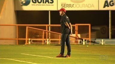 Técnico Rogério Mancini segue no Vila Nova - Treinador recebe voto de confiança após quatro derrotas seguidas e dirige o time contra o Paraná, na sexta-feira.