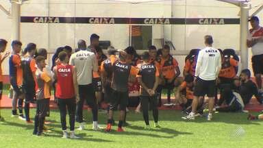 Mancini tem dúvidas na escalação do Vitória para jogo contra o Flamengo - Partida acontece nesta quinta-feira (2), no Rio de Janeiro.