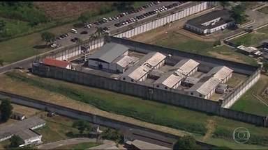 Uma investigação de tentativa de homicídio revela que preso saiu da cadeia para matar - A polícia indiciou um bandido preso pela acusação de tentar matar uma mulher, no ano passado. O crime foi em uma das ruas mais movimentadas de Olaria.