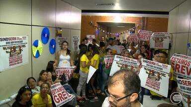 Servidores municipais grevistas têm cortes nos contra cheques - Servidores municipais grevistas têm cortes nos contra cheques