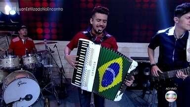 Luan Forró Estilizado canta 'Pindaíba' - Banda lançou primeiro DVD, que foi gravado em Campina Grande, terra natal do vocalista