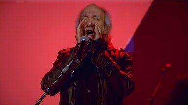Erasmo Carlos canta Quero Que Vá Tudo Pro Inferno no palco do Fantástico - Cantor completa 75 anos de vida.