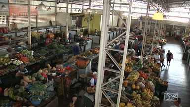 Comerciantes reclamam do calor intenso no Mercado Central de Caxias - Comerciantes reclamam do calor intenso no Mercado Central de Caxias. Sistema de refrigeração não funciona mais.