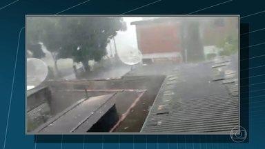 Nova Friburgo, no RJ, tem chuva de granizo - Chuva e vento forte derrubam árvores na Região Serrana do RJ.