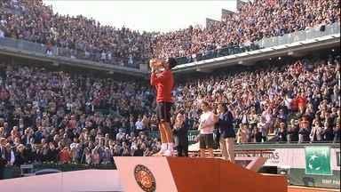 Com homenagem a Guga, Djokovic conquista Roland Garros - Com homenagem a Guga, Djokovic conquista Roland Garros