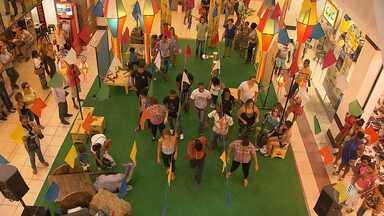 Clima de festas juninas invadem shoppings de Salvador - As vendas para os festejos estão movimentando o comércio, que se antecipa trazendo o ambiente do interior para a capital.