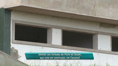 Quarenta janelas são furtadas de posto de saúde em construção - A obra da prefeitura de Cascavel foi abandonada pela construtora responsável.