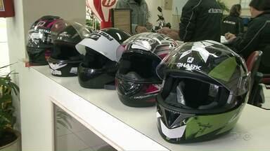 Veja dicas de segurança para o uso do capacete para motociclistas - O equipamento de segurança é obrigatório, mas muitos motociclistas não usam o capacete de maneira adequada.