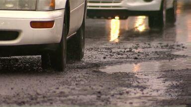Telespectadores reclamam de buracos na avenida 19 de dezembro em Maringá - A avenida foi revitalizada há pouco mais de um mês.