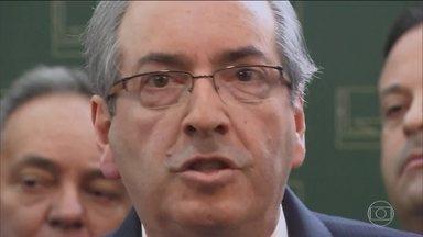 Procuradores da Lava Jato entram com pedido de suspensão dos direitos políticos de Cunha - Eles deram entrada com o pedido na Justiça Federal com uma ação de improbidade administrativa.