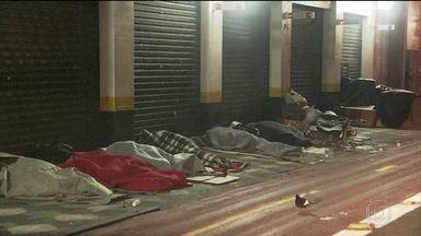 Frio ameaça moradores de rua em São Paulo - Cinco moradores de rua morreram nos últimos quatro dias na cidade.