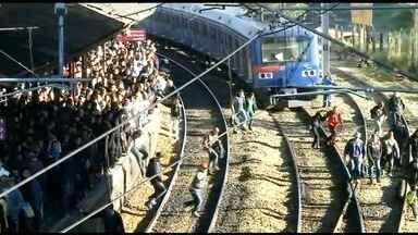 Trem falha e complica circulação na Linha 7-Rubi da CPTM - Os usuários tiveram que descer e fazer baldeação para outra composição. A circulação foi normalizada quase quatro horas após a ocorrência no trem.