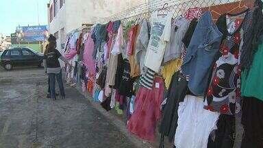 Avenida em Franca, SP, ganha alambrado da soliedariedade para doações - Moradores podem doar ou retirar agasalhos na Avenida Brasil, na Vila Aparecida.