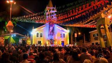 Encerramento da Trezena de Santo Antonio reúne centenas de fieis em Salgueiro - Os devotos participaram de uma procissão e da missa solene, que fecharam os treze dias de festa em homenagem ao santo.
