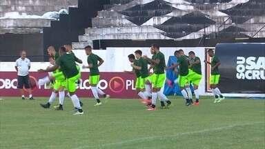 Keno e Grafite, atacantes do Santa Cruz, ainda são dúvida para o jogo contra o Figueirense - Torcedores do time tricolor estão insatisfeito por causa do rendimento insatisfatório da equipe nos últimos jogos.