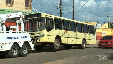 Ônibus desgovernado mata adolescente de 12 anos em São Luís - Ônibus desgovernado mata adolescente de 12 anos em São Luís