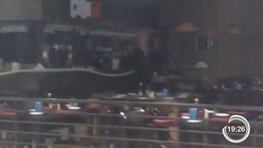 Incêndio atingiu cozinha de restaurante e chamou atenção de clientes de shopping - Fogo foi controlado por funcionários do estabelecimento.