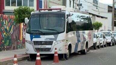 Sesp aumenta policiamento em região de consumo de drogas, no ES - Ônibus de combate ao tráfico de drogas foi transferido para Santa Lúcia. Conselho Tutelar investiga denúncia de aliciamento na região.