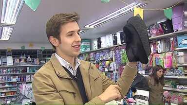 Reportagem mostra os acessórios de inverno que dá pra comprar com pouco dinheiro - Tem bastante coisa barata por menos de 50 reais.