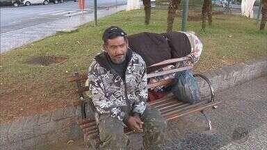 Moradores de rua do Sul de Minas sofrem com o tempo frio - Moradores de rua do Sul de Minas sofrem com o tempo frio