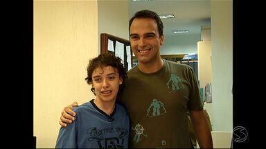 Torcedor símbolo do vôlei do Voltaço, Daniel Barud morre aos 18 anos - Ele sofria de doença grave, chamada fibrose cística e faleceu em hospital de SP; morador de Volta Redonda, jovem foi personagem de reportagem especial do RJTV.