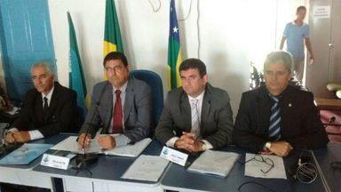 Vereadores de Canhoba analisam pedido de impeachment de prefeita - Vereadores de Canhoba analisam pedido de impeachment de prefeita.
