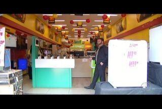 Trio uniformizado aborda funcionários e assalta loja de departamentos em Petrópolis, no RJ - Caso foi nesta quarta-feira (15).