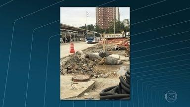 Ministério do Trabalho embarga obras no Terminal Alvorada, na Barra da Tijuca - Técnicos encontraram irregularidades na sinalização da obra, falta de isolamento do canteiro, emenda na fiação, entre outros problemas.
