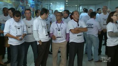 Servidores do TCE fazem manifestação contra existência de funcionários fantasmas - Servidores do TCE fazem manifestação contra existência de funcionários fantasmas