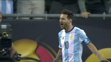 Argentina atropela Venezuela por 4 a 1. Messi segue na briga por um título com a seleção - Barbudo, o craque deixou o dele na goleada