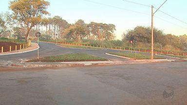 Nova via de acesso ao Hospital das Clínicas em Ribeirão Preto é parcialmente liberada - Acesso liga a Avenida Doutor Lucas Nogueira Garcêz à rotatória da Rua Tenente Catão Roxo.