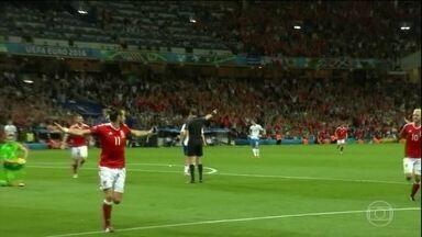 País de Gales e Inglaterra garantem vaga na próxima fase da Eurocopa - O País de Gales venceu a Rússia por 3 x 0, e a Inglaterra garantiu a classificação com um 0 x 0 com a Eslováquia.