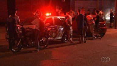 Homem é morto a tiros na Vila Lucy, em Goiânia - Polícia deve usar imagens de câmera de segurança para tentar identificar o autor do crime.
