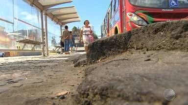 """População reclama de asfalto 'ondulado' na orla de Salvador - Veja no quadro """"Fiscal do BMD"""". Envie sua denúncia para bmd@redebahia.com.br."""