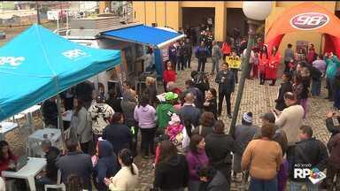 Muita gente participou da Redação Móvel do Sítio Cercado - Várias atividades foram montadas para os moradores de um dos maiores bairros da capital