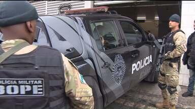 Operação prende policiais suspeitos de participação em crimes - Os crimes teriam sido cometidos entre agosto de 2010 e janeiro de 2011