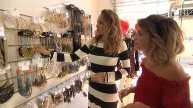 Expresso da Moda inicia série especial em Juazeiro - Paula Magalhães faz garimpo no centro da cidade com a ajuda da estilista Ninfa Oliveira