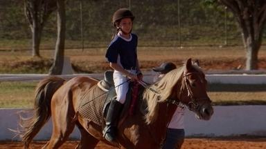 Cavalos da PM participam de torneio de saltos - O campeonato é organizado há mais de três décadas.