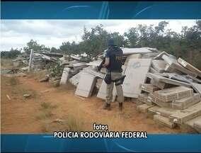 PRF encontra carga de móveis roubada de um caminhão na BR-251, próximo a Grão Mogol - O assalto foi nessa sexta-feira (24).