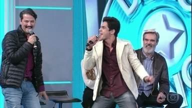 """Lucas Veloso adivinha canção internacional e pontua para time de 'Velho Chico' - O humorista acertou """"Everybody dance now!"""""""