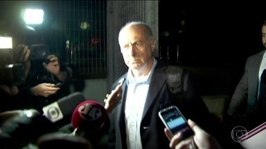 Paulo Bernardo deixa carceragem da PF em SP - Paulo Bernardo foi preso na semana passada na Operação Custo Brasil, que investiga o desvio de R$ 100 milhões de empréstimos consignados de funcionários públicos federais.