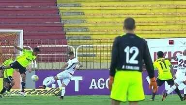 """Após """"fábula de Levir Culpi"""", Fluminense empata sem gols com o Coritiba - Tricolor perde muitas chances e fica apenas no 0 a 0."""