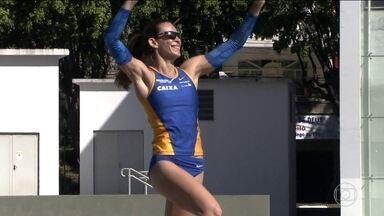 Fabiana Murer consegue melhor marca da carreira e bate recorde sul-americano no salto - Brasielira está no topo do ranking mundial e é uma das esperanças de medalha do Brasil.
