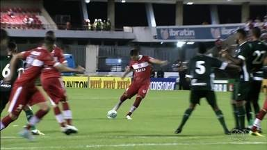 Goiás perde do CRB e segue próximo à zona de rebaixamento - Alviverde leva 2 a 1 no Estádio Rei Pelé e continua pressionado