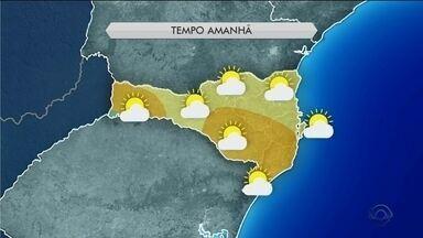 Ar seco segue inibindo formações de nuvens carregadas sobre Santa Catarina - Ar seco segue inibindo formações de nuvens carregadas sobre Santa Catarina