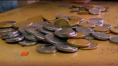 Faltam moedas no comércio - as moedas são cada vez mais escassas.