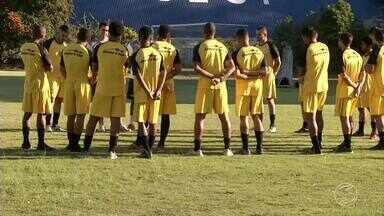 Com novidades, Resende se reapresenta de olho no tri da Copa Rio - Técnico Toninho Andrade conversou com o grupo, formado por velhos conhecidos e caras novas, no Estádio do Trabalhador.